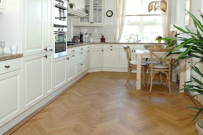 visgraat-parket-in-keuken